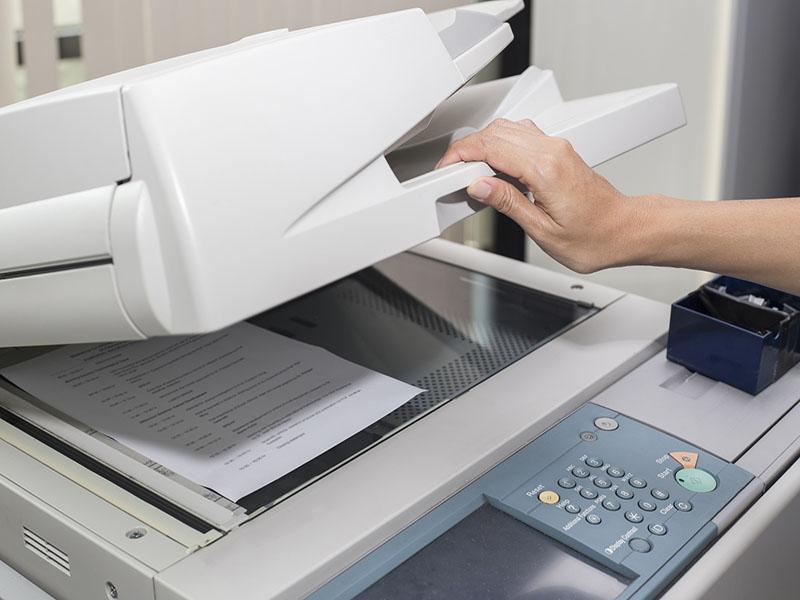Nạp bản gốc vào máy photocopy