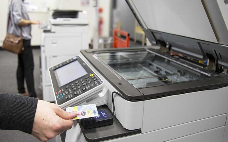 Khởi động máy photocopy