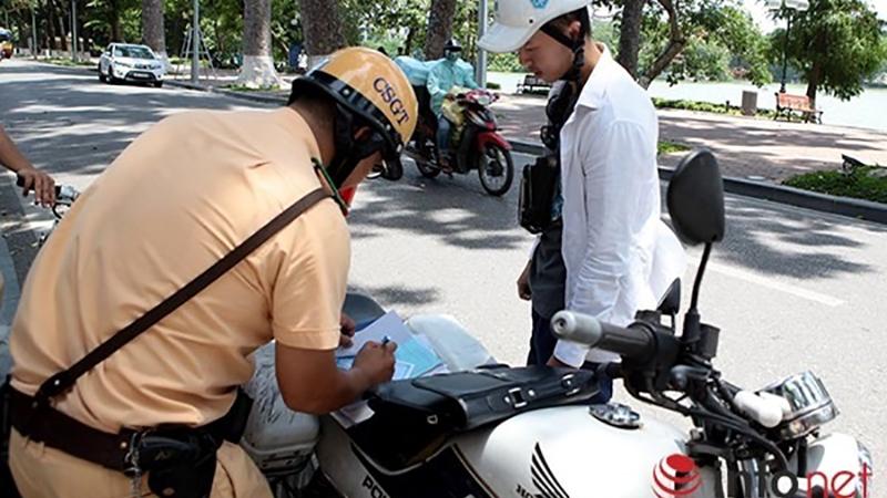 Lỗi điều khiển xe mô tô không bằng lái