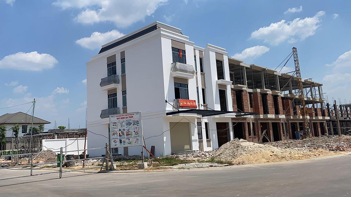 Chủ đầu tư xây dựng nhà phố dự án